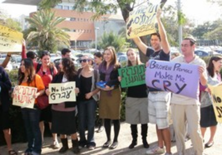 Anglo students at Bar Ilan protesting