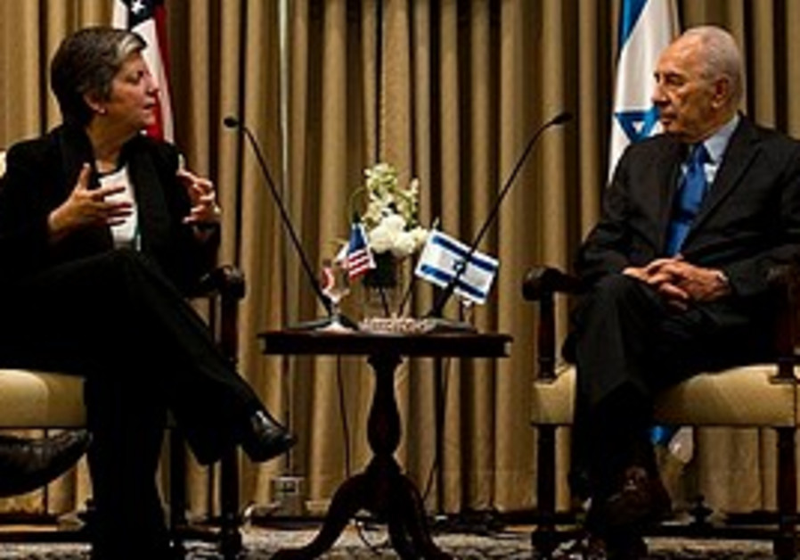 Janet Napolitano and Shimon Peres meet in J'lem.
