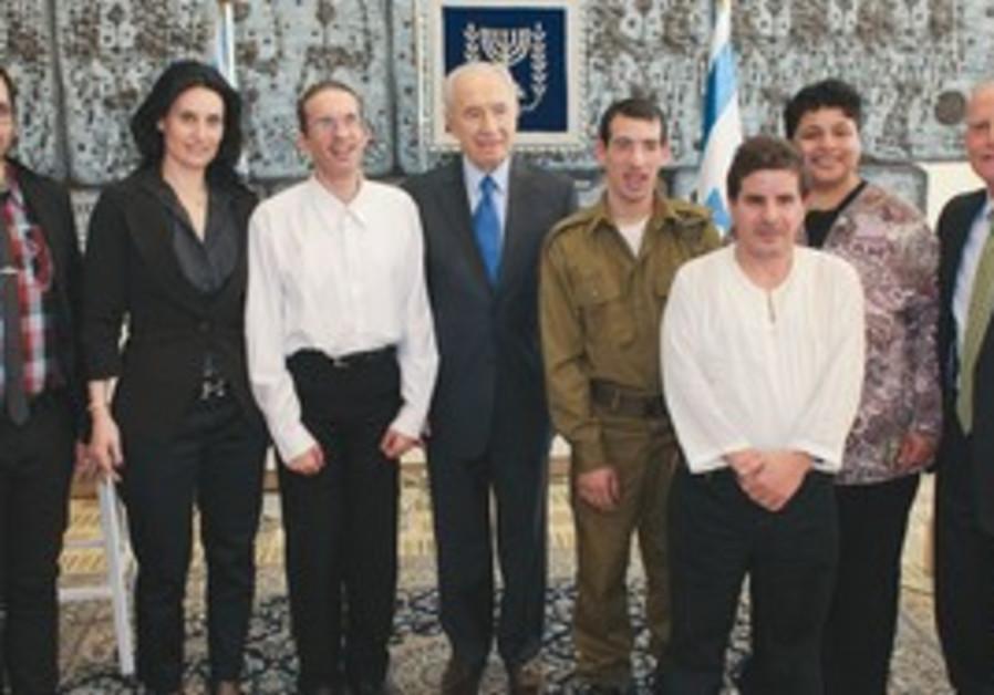 President Shimon Peres hosts an AKIM fundraiser.
