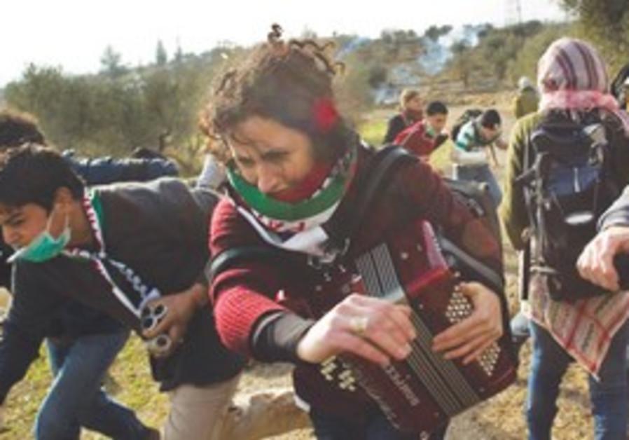 Demonstrators fleeing tear gas in Bil'in