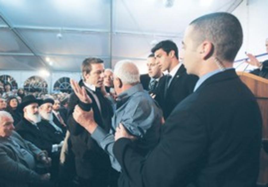 Danny Rozen yells as Netanyahu speaks