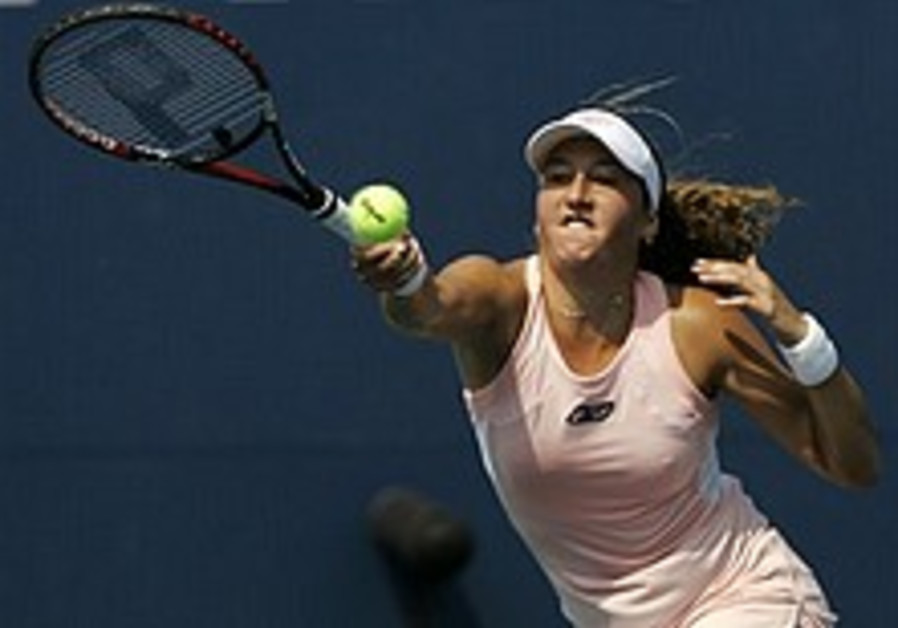 Pe'er overpowered by Russian in US Open quarterfinals