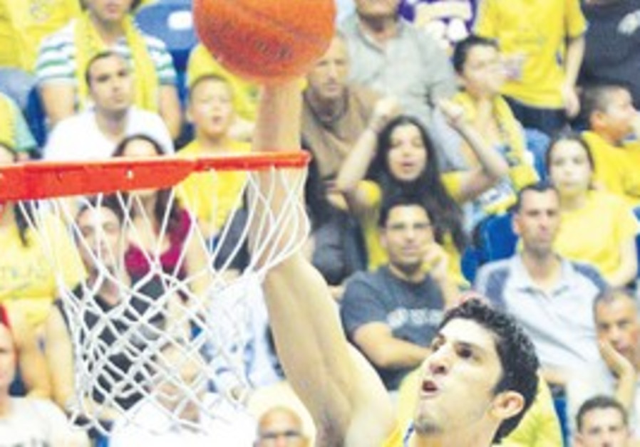 MACCABI TEL AVIV forward Lior Eliyahu scored 14 po