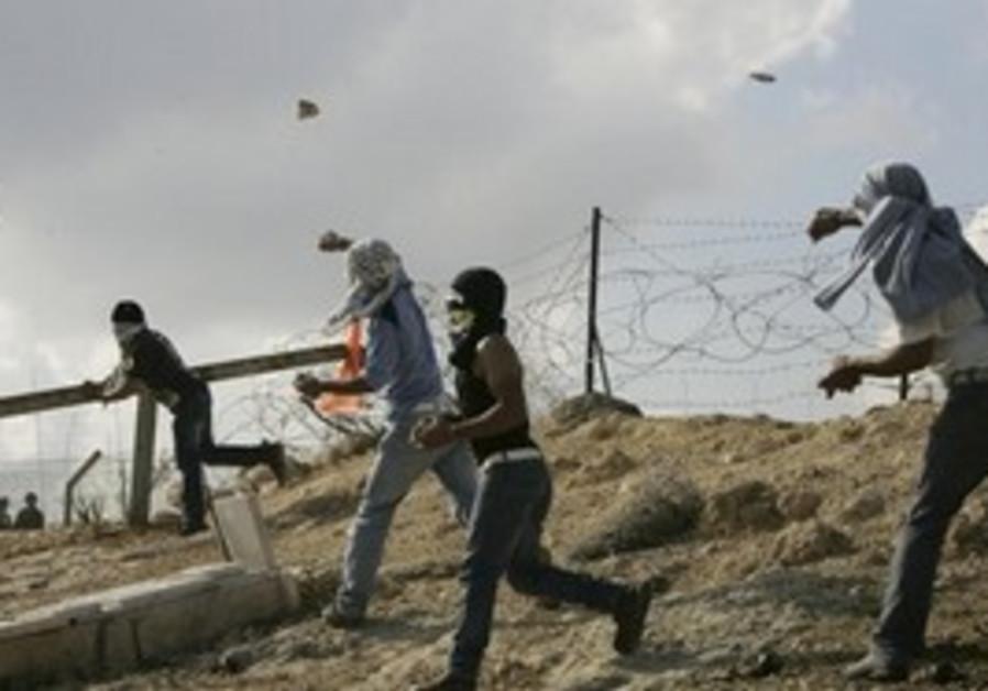 Demonstrators slinging rocks at Bil'in