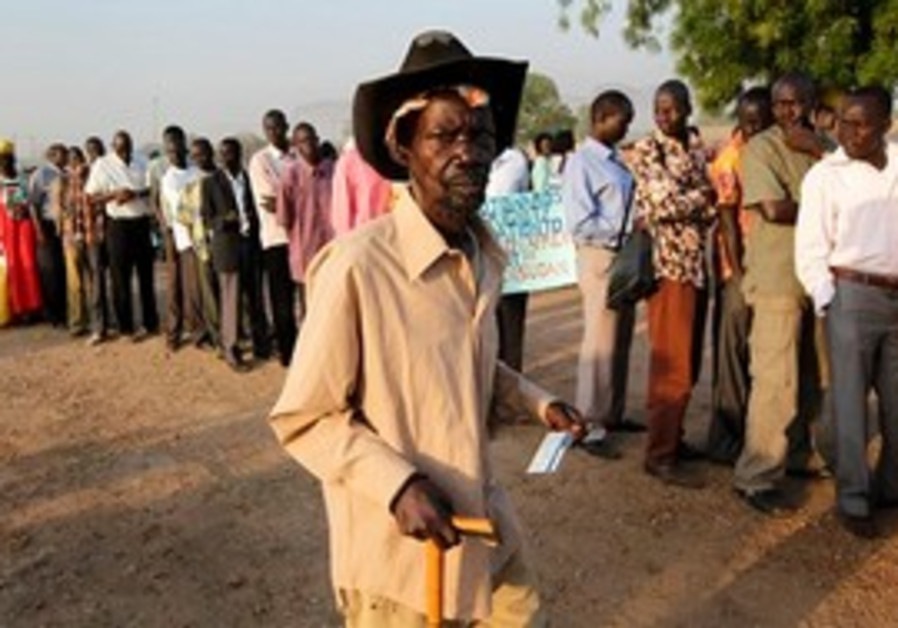 Voters line up to vote in Juba, Southern Sudan
