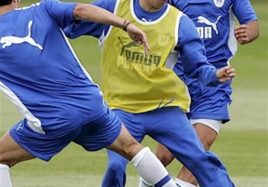 English Soccer: Ben-Haim moves from Man City to Sunderland