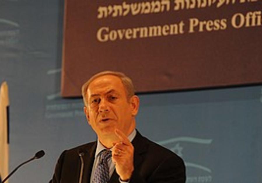 Netanyahu gives a speech to foreign journalists.