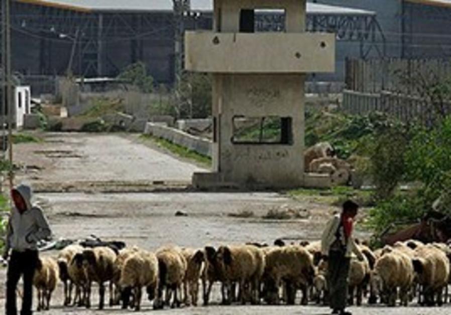 The empty Karni crossing