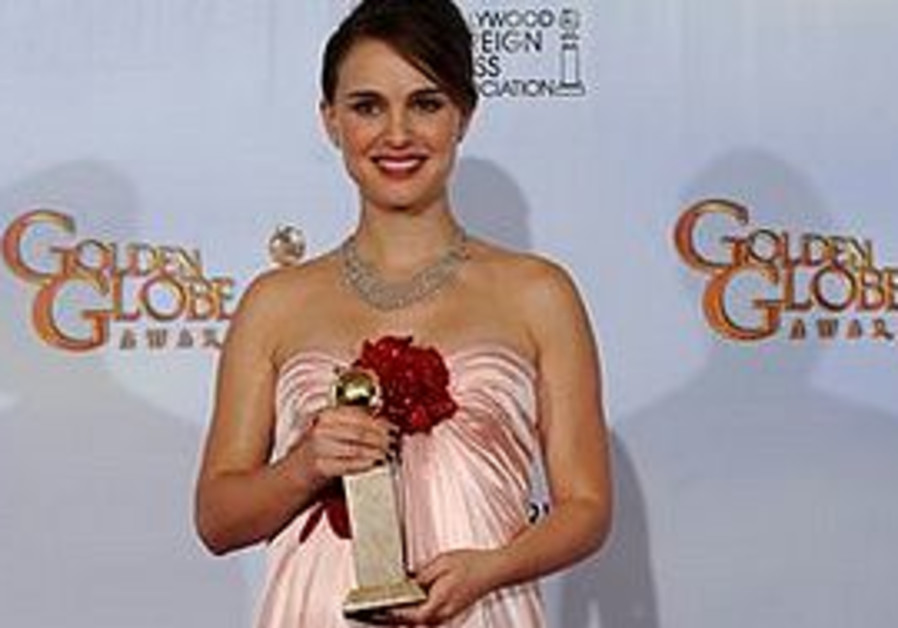Natalie Portman with a Golden Globe for Best Actre