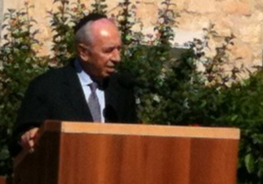 President Shimon Peres speaking at wifes funeral