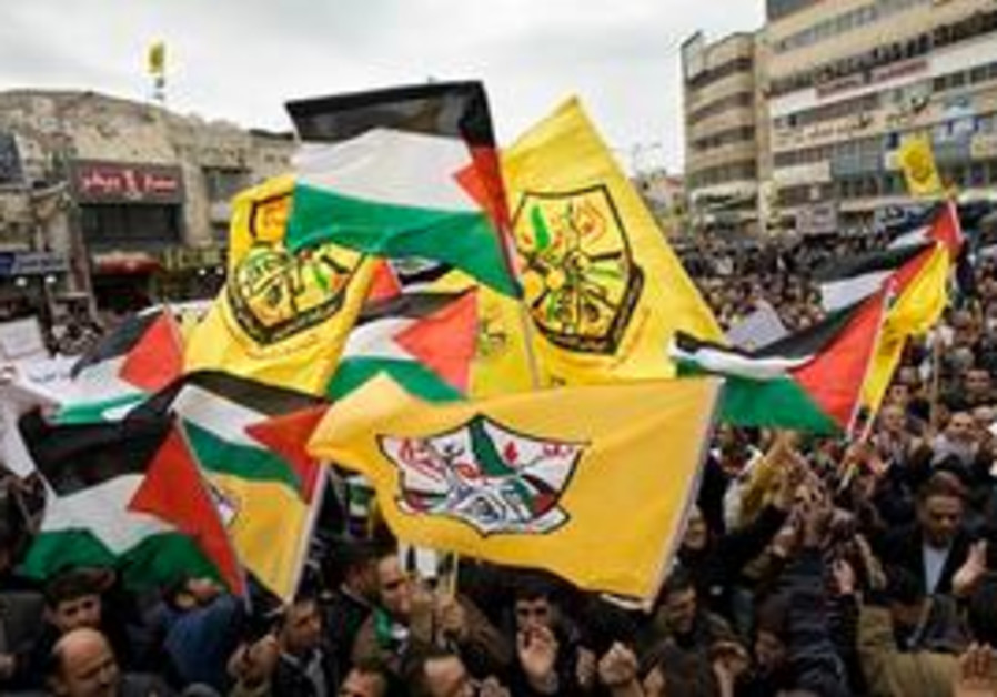 Fatah supporters hold PA and Fatah flags