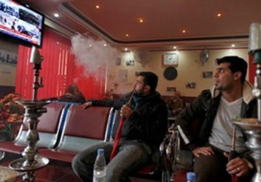 Iraqis watch Egyptain riots