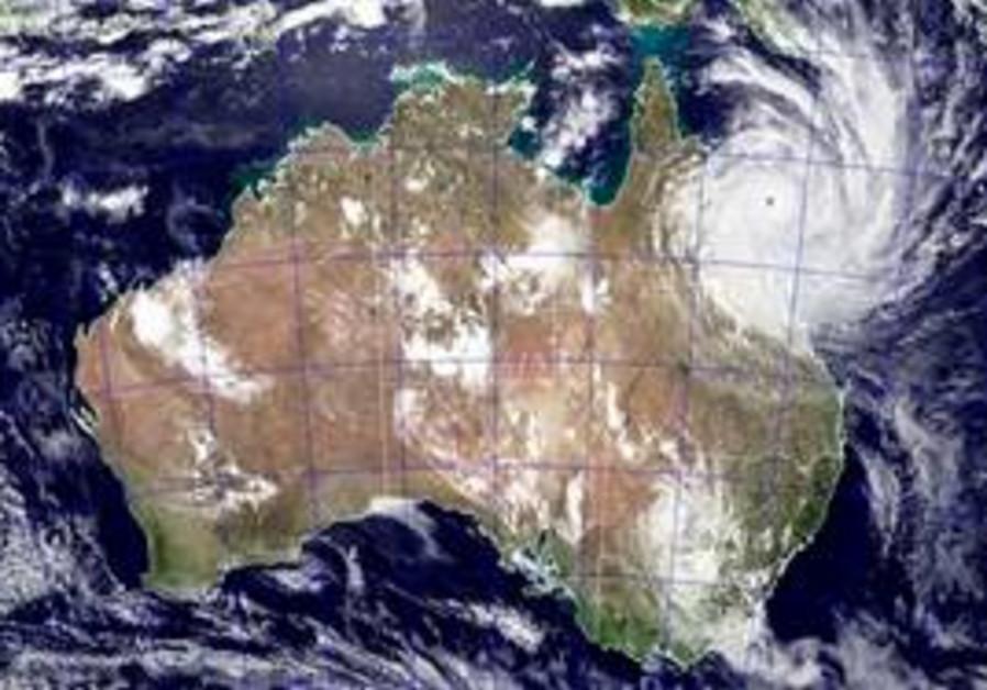 Cyclone Yasi roars to Ozzy coast