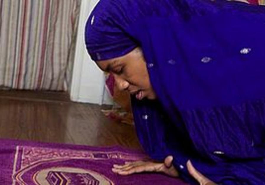 Producer-writer Khadijah Rashid prays