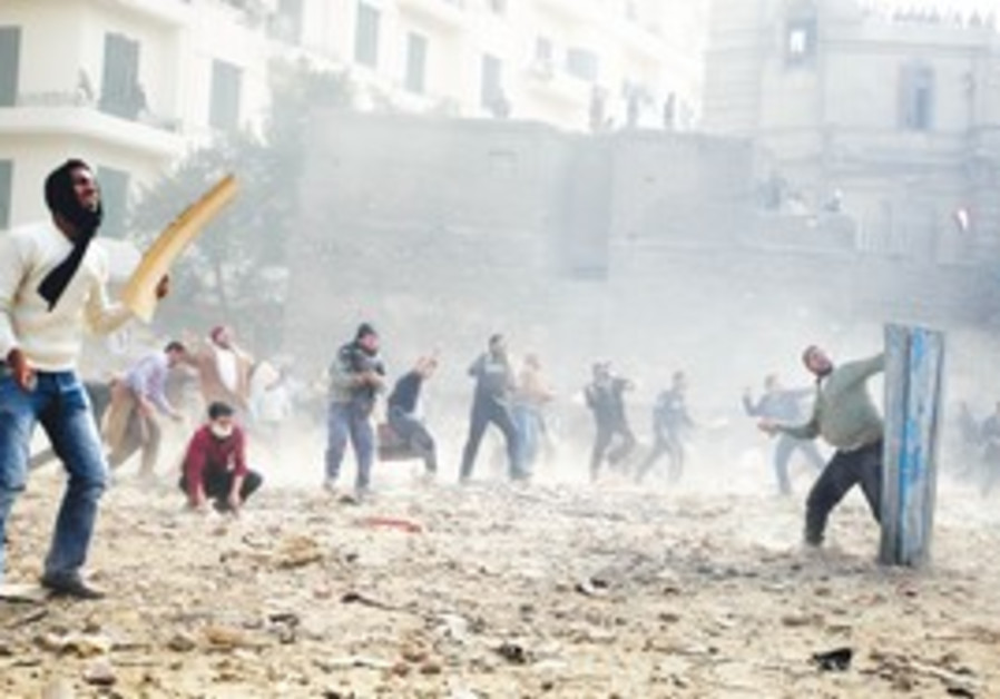 Protesters throwing stones in Cairo's Tahrir Squar