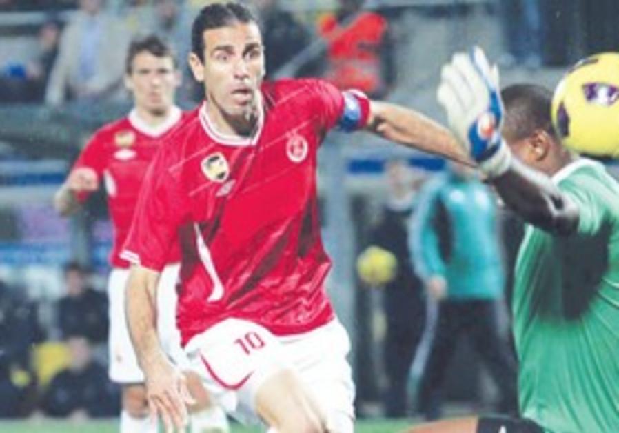striker Rangelov sends ball to goal