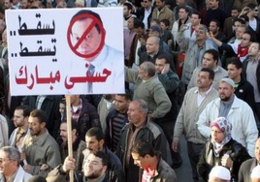 Egyptian anti-Mubarak protesters shout out