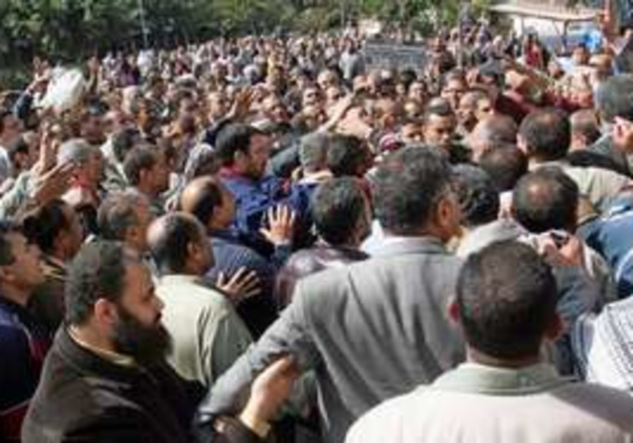 Public transport workers in Cairo protests
