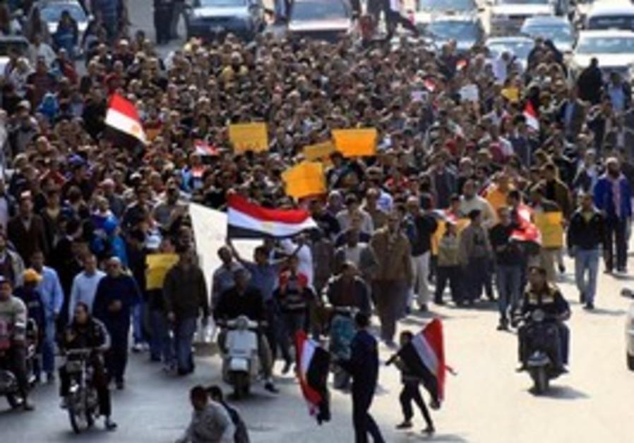 Anti-Mubarak protesters march through Cairo