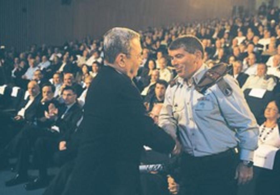 Barak bids farewell to Ashkenazi