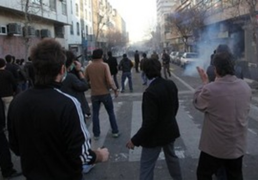 Iranian protestors attending an anti-gov't protest