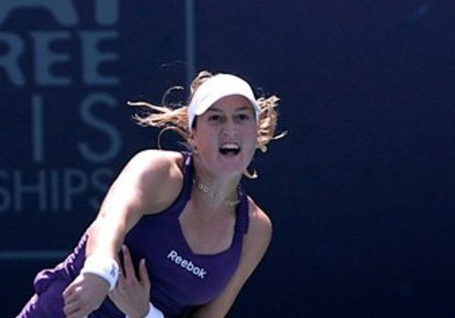 Peer beats out Sanchez in opening singles