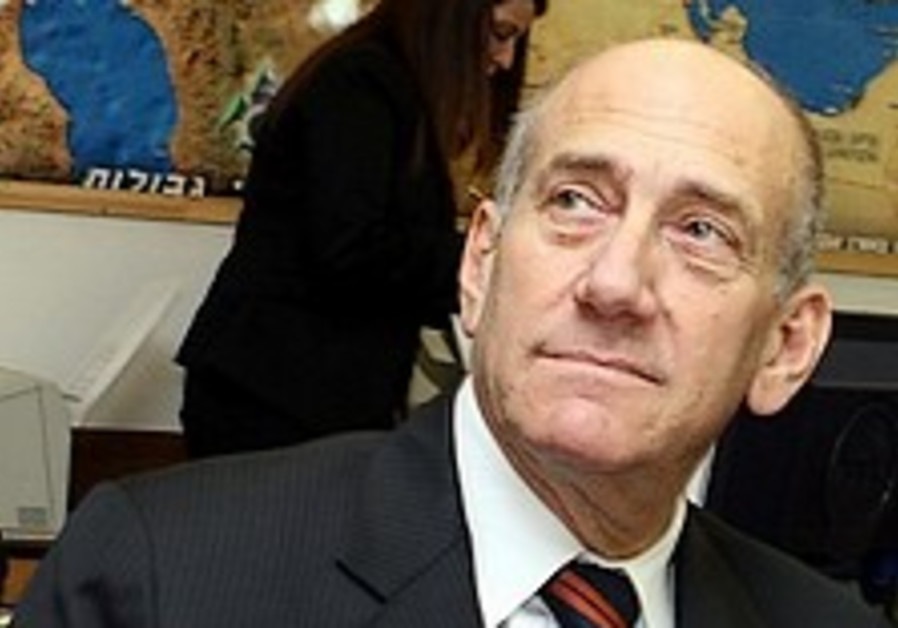 Olmert's rise in polls worries Likud, Labor