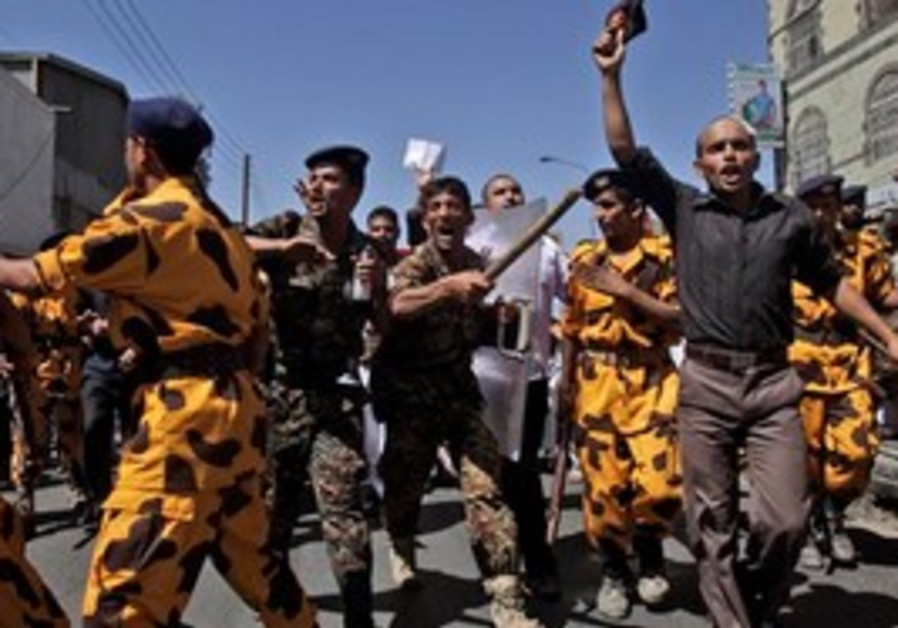 Yemeni riot police charge towards protesters