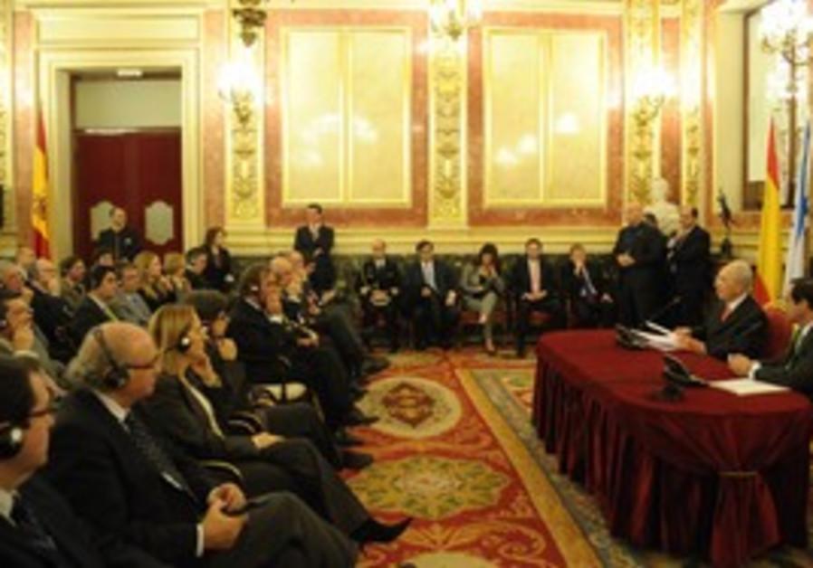 Peres speaking at Madrid Congress