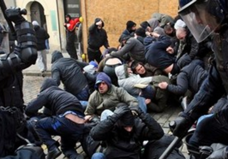 Croatian anti-riot police clash with protesters