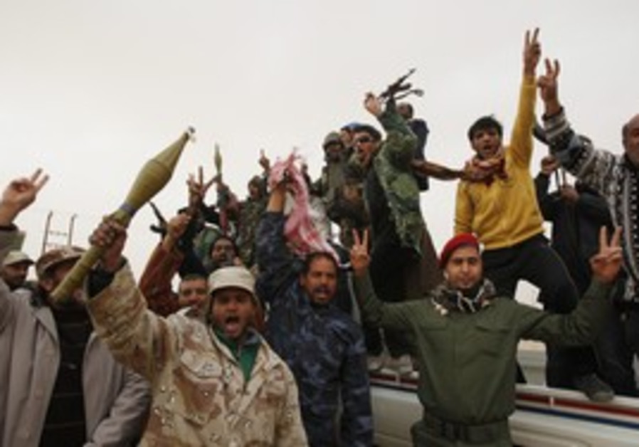 Libya: Rebel fighters wait for pro-Gaddafi forces