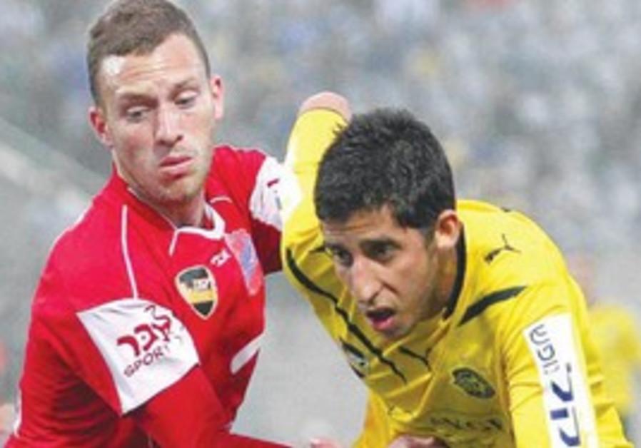 Maccabi Tel Aviv midfielder Dor Micha (right).