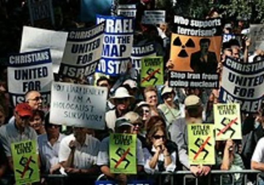 Protesters slam Ahmadinejad outside UN headquarters
