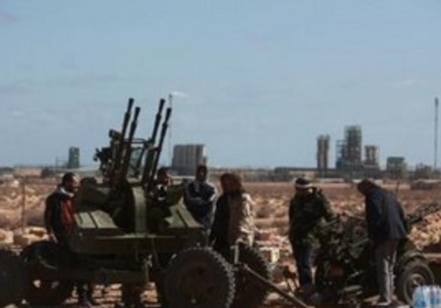 Anti-Gaddafi rebels take up position
