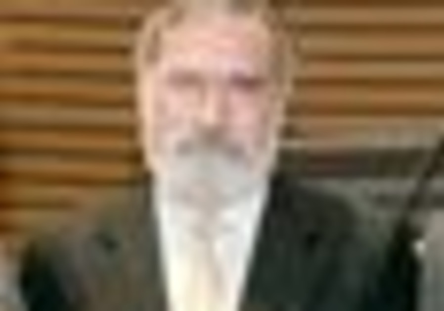 CHIEF RABBI Lord Sacks receives award