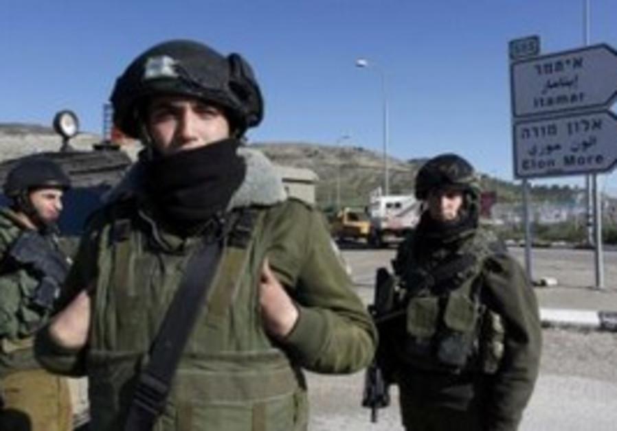IDF soldiers close off Itamar junction