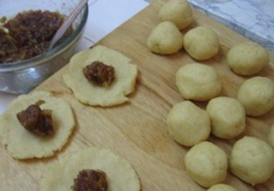 Mamoul Date Cookies