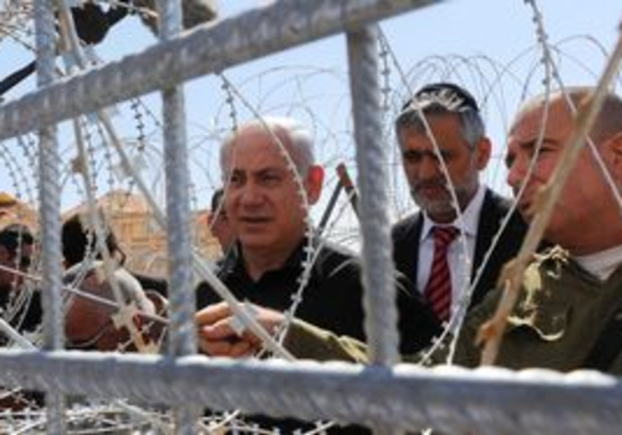PM Netanyahu at Egyptian border fence