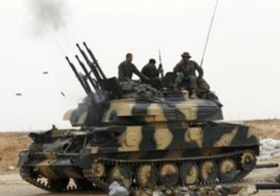 Libyan soldiers at gates to Ajdabiyah