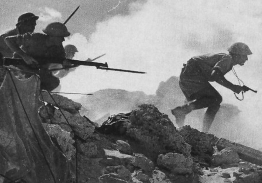 British soldiers advance on German position (1942)