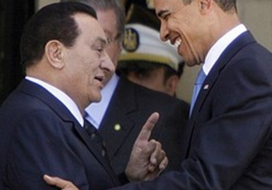 Egyptian President Hosni Mubarak talks to US Presi