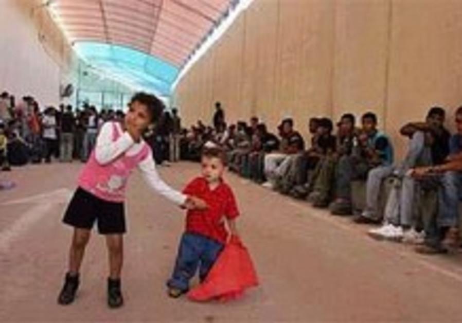 Palestinians allowed to return to Gaza
