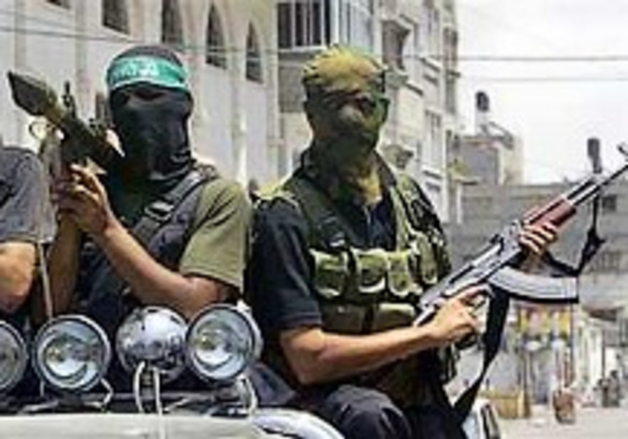 2 killed in clashes between Hamas police, Fatah-allied clan