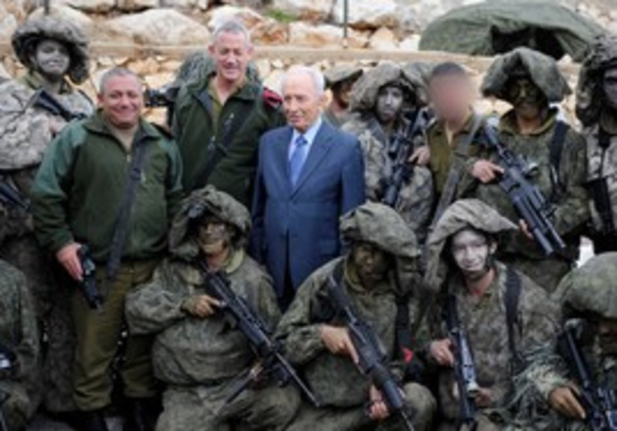 President Shimon Peres with soldiers in the North