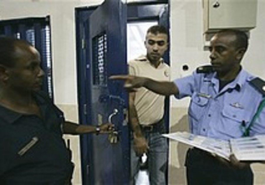 57 Palestinian prisoners head home