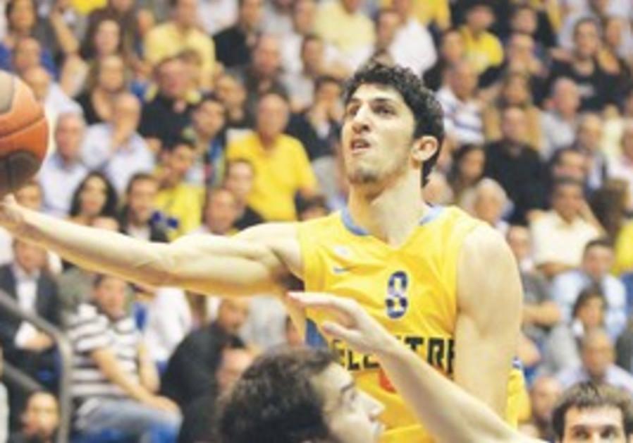 Lior Eliyahu of Maccabi Tel Aviv