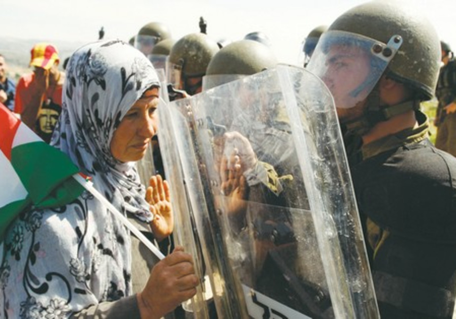 Palestinian protester and IDF soldier in Bil'in