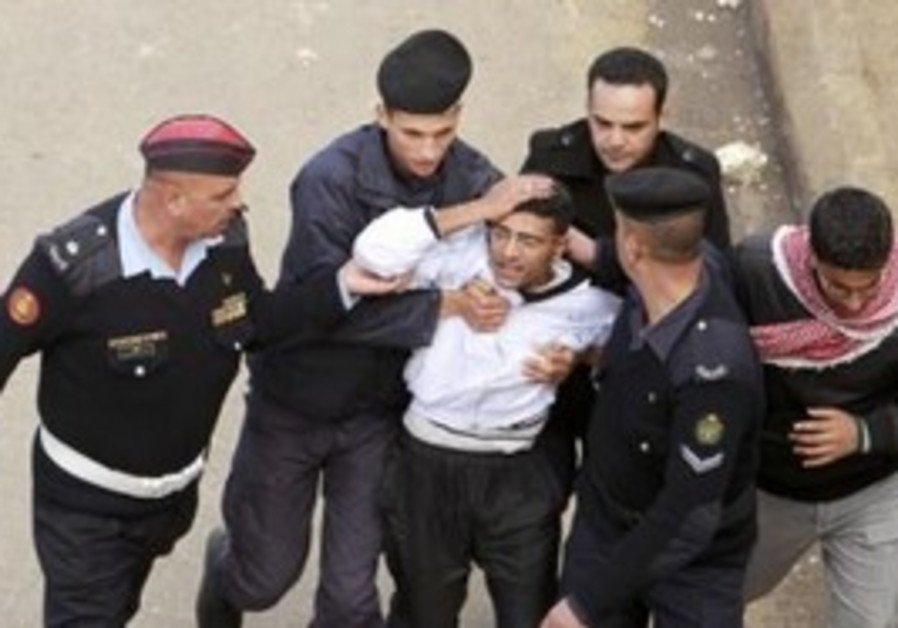 Injured protester escorted by Jordanian security