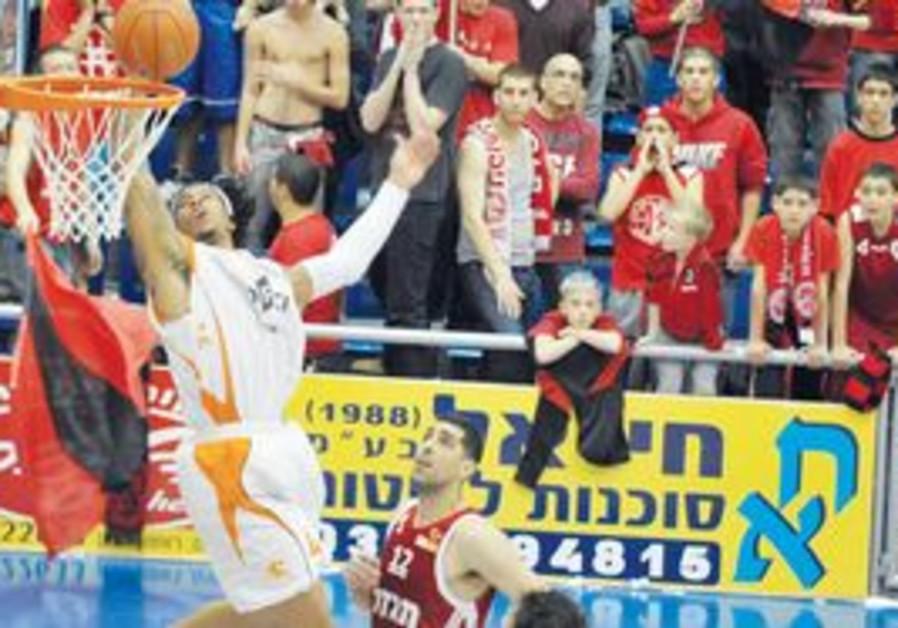 Dwayne Mitchell (dunking the ball)