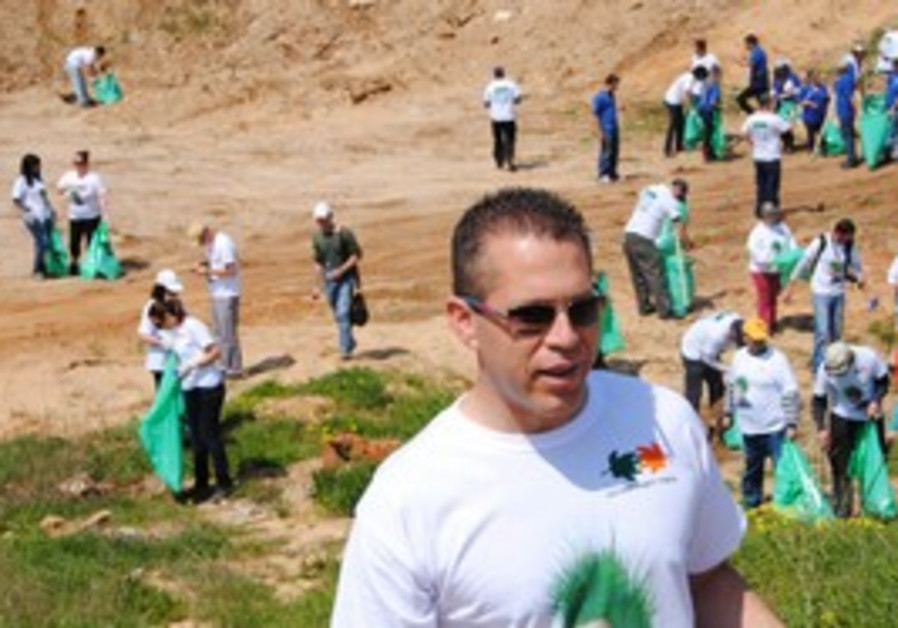 Participants take part in national clean up day